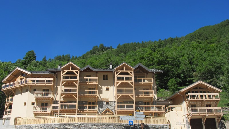 Chalet-Les-Amis facade-Chalet-les-Amis-location-Paradiski-Parc-de-la-Vanoise-location-montagne-Alpes-Savoie