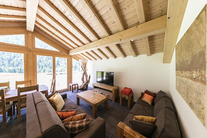 image chalet montagne vue du chalet luhiver sur la chaine des aravis le chalet le refuge dans. Black Bedroom Furniture Sets. Home Design Ideas